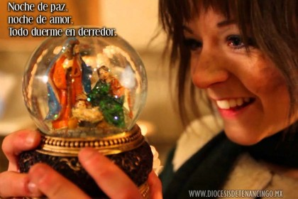 Lindsey Stirling, la violinista rock lanzada por 'America's Got Talent', se presenta con 'Silent Night'
